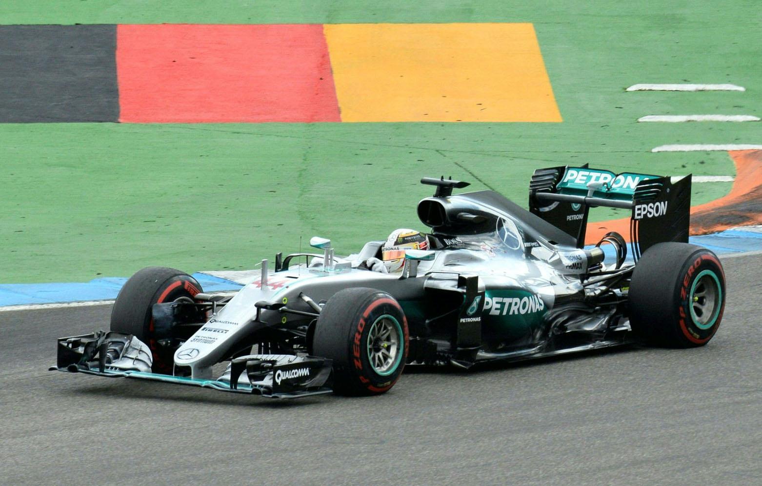 Photo de Hamilton le plus véloce devant les Red Bull, Rosberg pénalisé