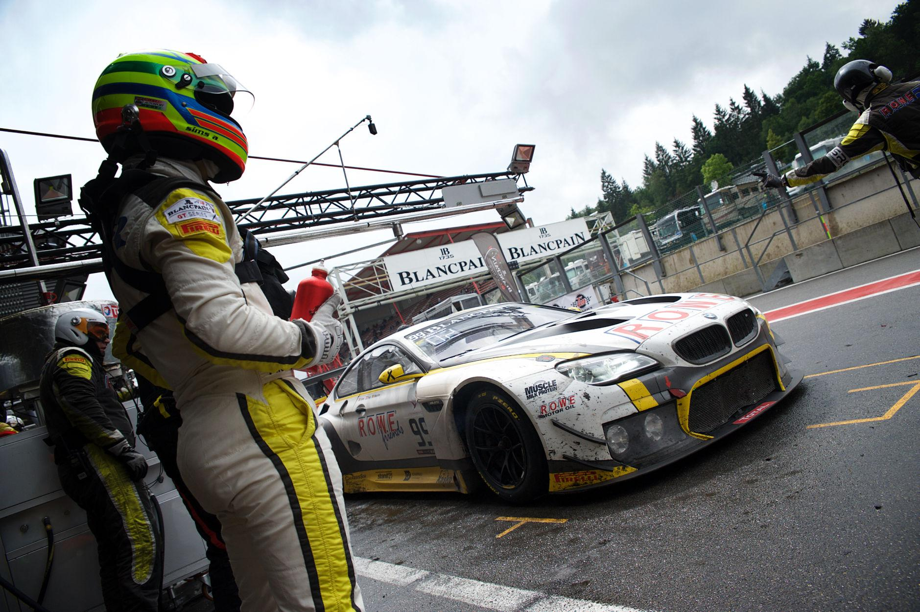 Photo de H+23 : LA BMW de Martin garde la main devant la Bentley de Soulet et Reip