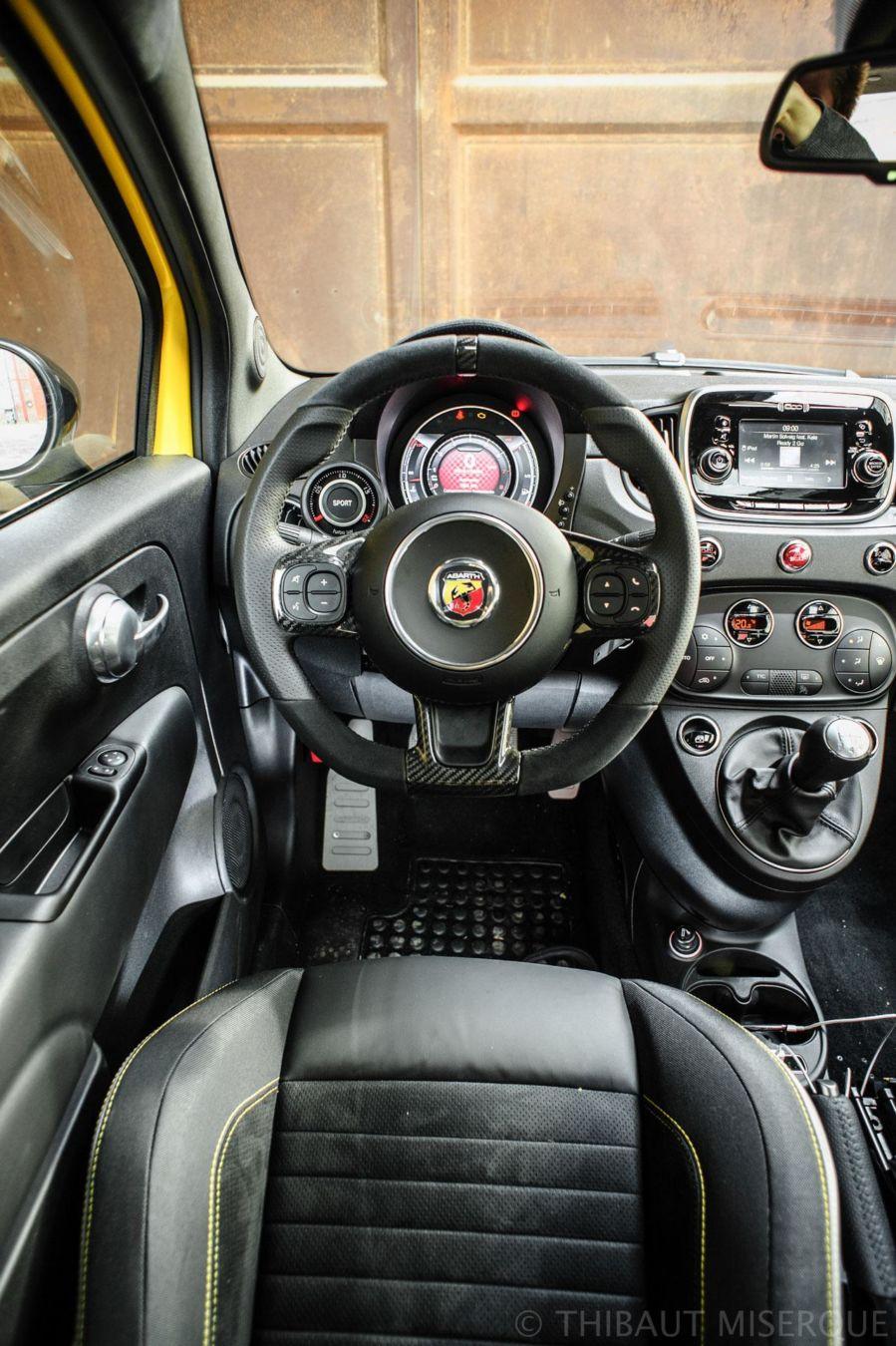 Abarth 595 Competizione 2016 driver's view