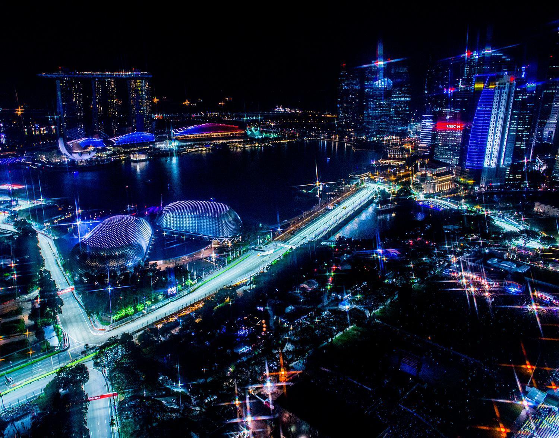 Quand Max Verstappen rencontre un lézard géant sur le circuit de Singapour