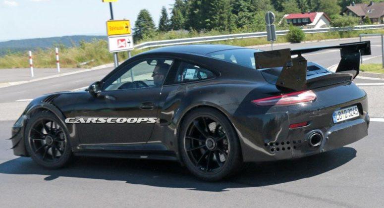 Porsche 911 GT2 Mule 8a 775x420 - La future Porsche 911 GT2 RS aperçue sans camouflages