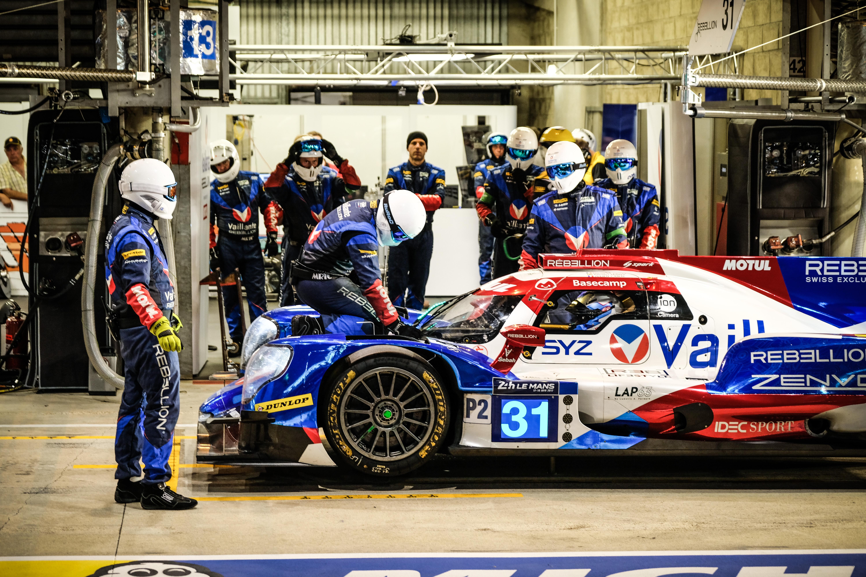 Porsche gagne après une course folle — Heures du Mans