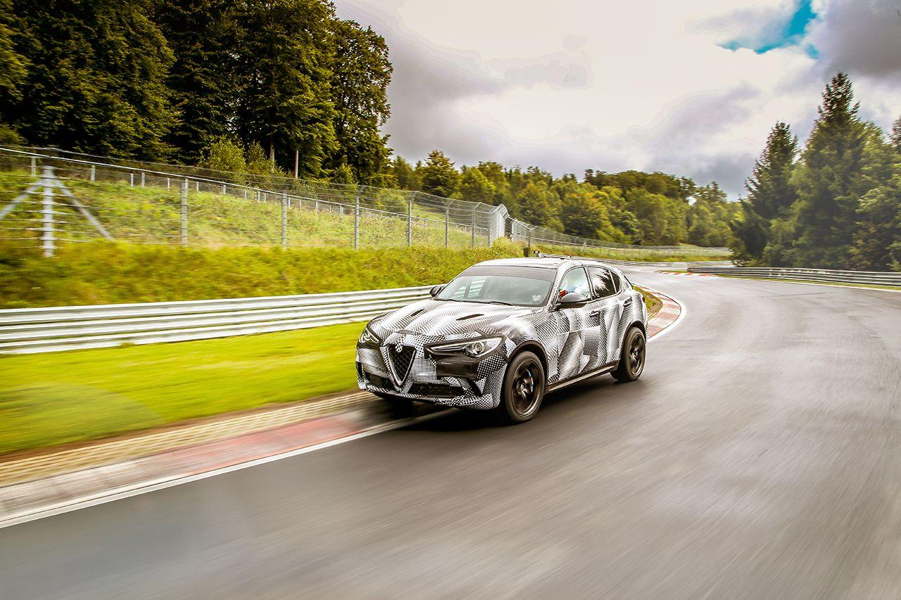 l 39 alfa romeo stelvio quadrifoglio s 39 offre un record sur le n rburgring. Black Bedroom Furniture Sets. Home Design Ideas
