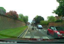 Photo de Vidéo : Un chauffard en Bentley provoque un terrible frontal en plein village