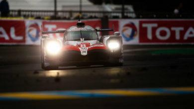 Photo de Toyota enfin victorieux, avec Fernando Alonso. Laurens Vanthoor l'emporte avec Porsche