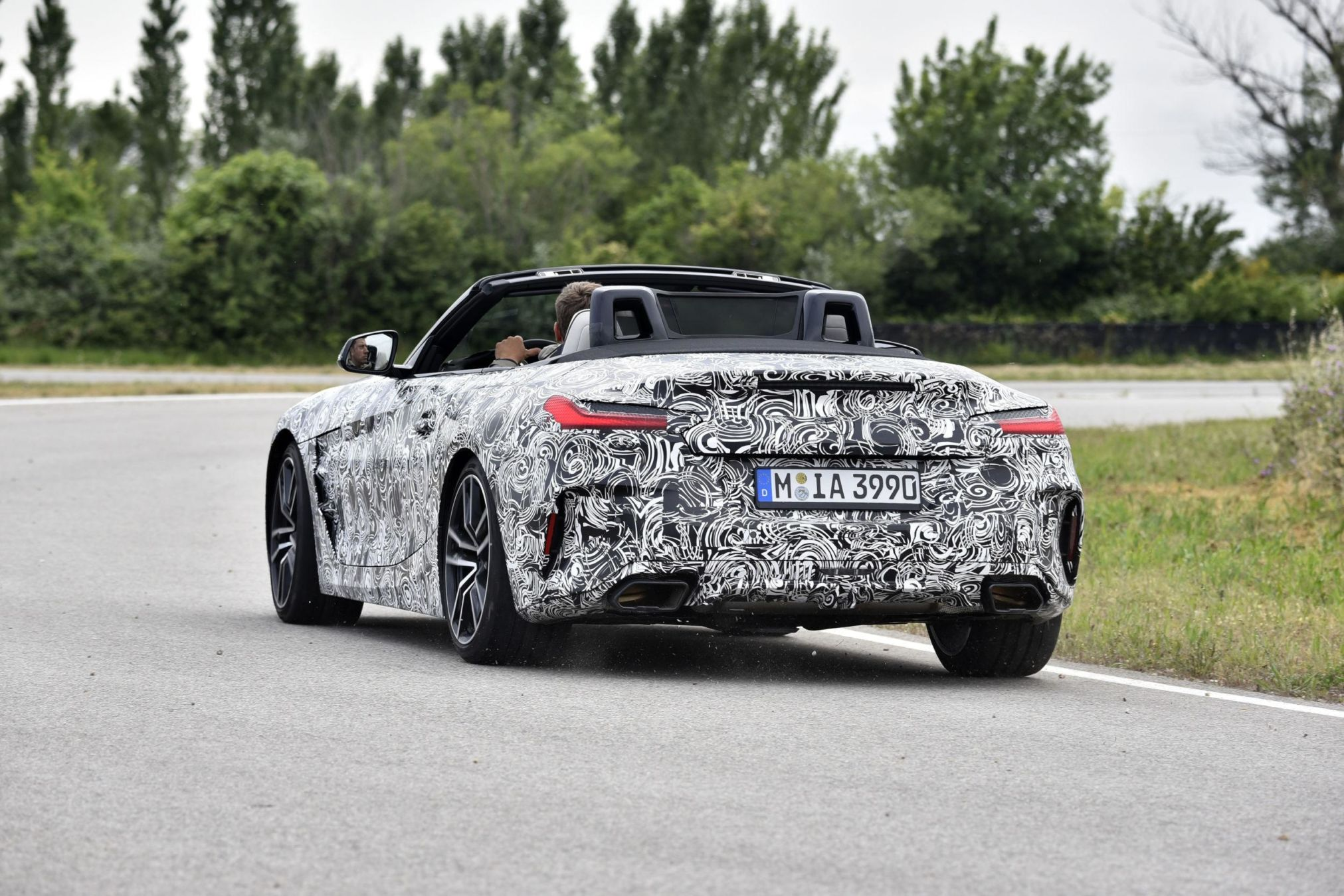 bmw tease sa nouvelle z4 avec des photos du prototype actu. Black Bedroom Furniture Sets. Home Design Ideas