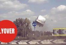 Photo de Vidéo : Un Citroën Berlingo s'envoie en l'air dans un rond point