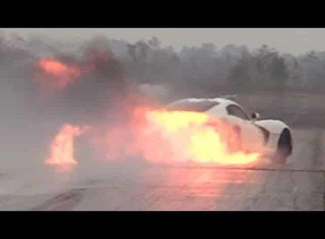 Photo de Vidéo : Le moteur de sa Dodge Viper s'enflamme en plein run