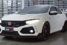 Photo de La Honda Civic Type R reproduite en Lego à l'échelle réelle