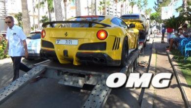 Photo de Ils font tomber une Ferrari F12 d'un camion à Cannes