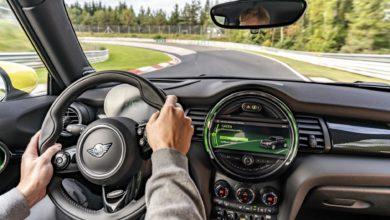 Photo de MINI fait boucler un tour du Nürburgring à sa Cooper SE sans toucher une fois aux freins