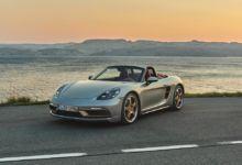 Photo de Porsche présente un Boxster rendant hommage à sa première génération