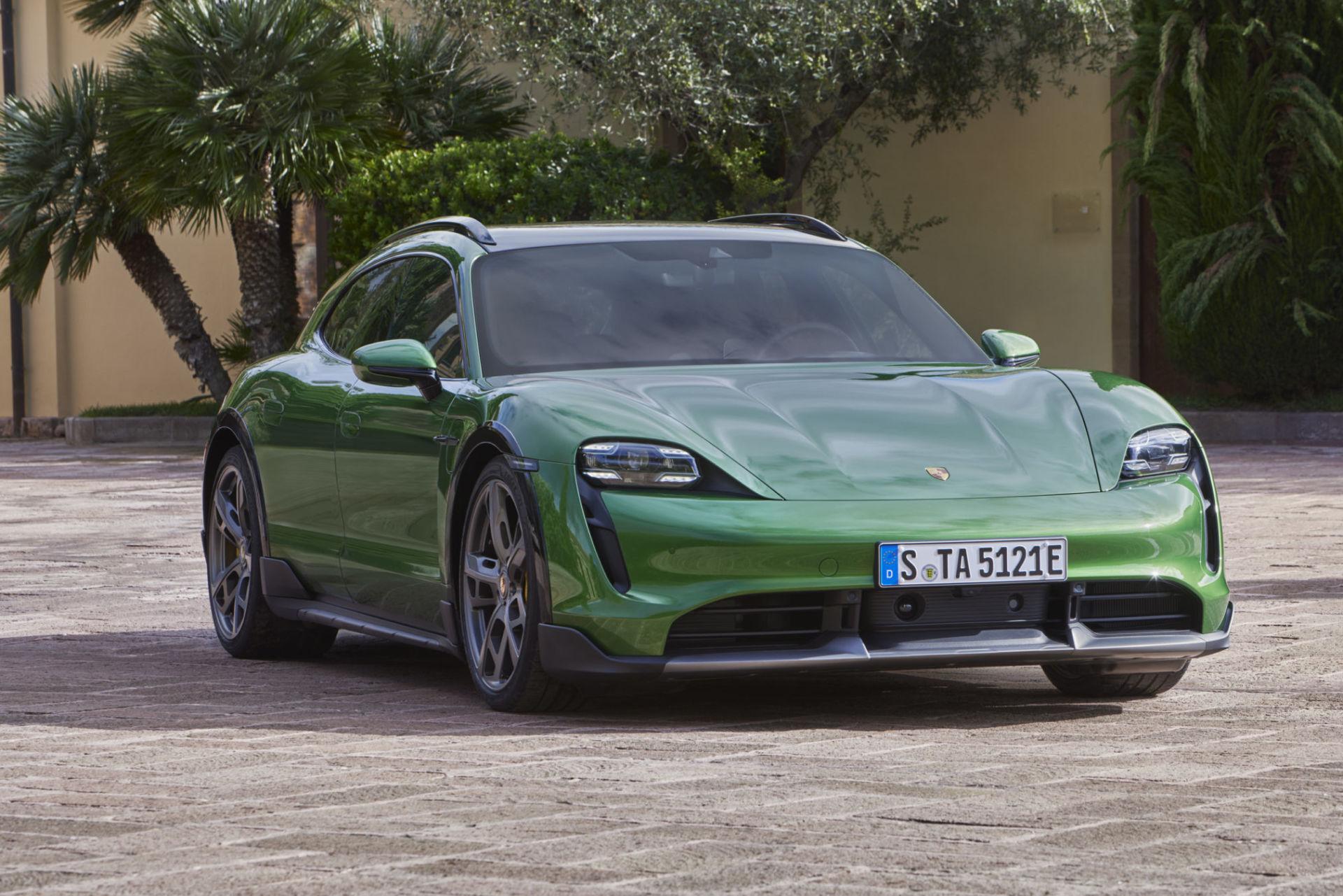Porsche présente son Taycan Cross Turismo